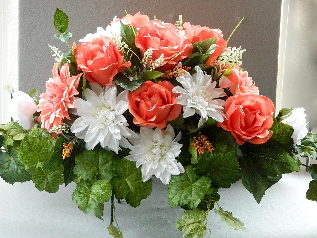 custo.saddle roses and dahlia